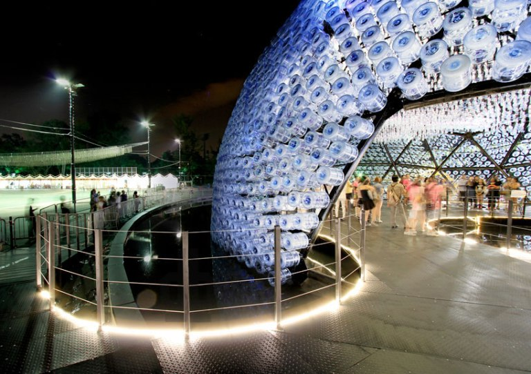 lantern-pavilion-made-from-recycled-water-bottles-designboom-20